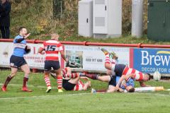 Rugby: Wolves extend their lead despite a scrappy performance