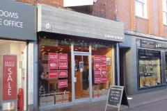 Menswear shop prepares to close