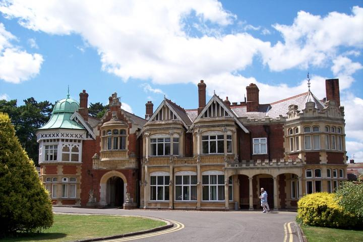 Bletchley_Park_-_Draco2008 (1)
