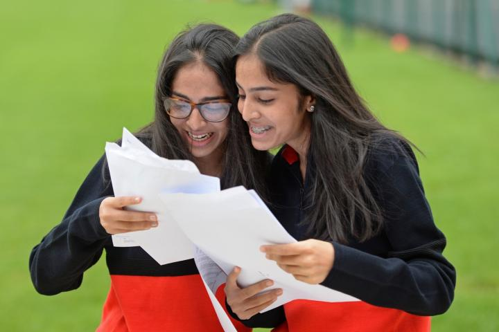 WGS GCSE 2019 Withington-Girls'-School-Twins-Imaan(L)Safa(R)-GCSE-Results-2019